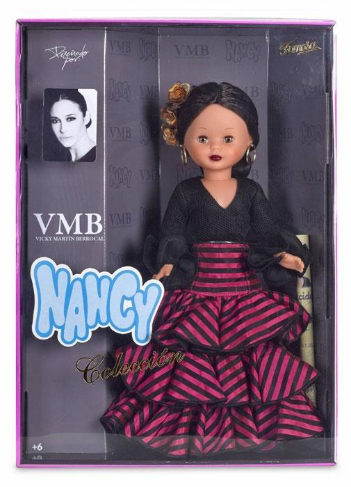 Foto de Nancy VMB en su caja, edición 2016