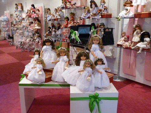 Foto del interior de una de las tiendas de muñecas Así.