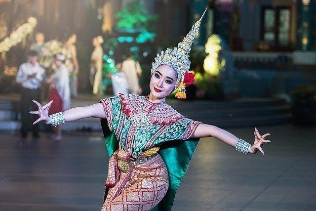 Las Amigas de Paola Reina - bailarina tailandesa