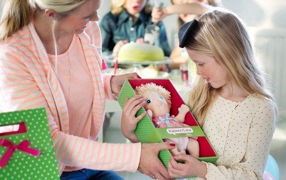 Nuestros pequeños aprenden jugando con muñecas