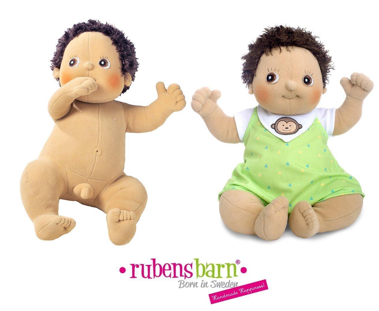 Los niños aprenden jugando con muñecas