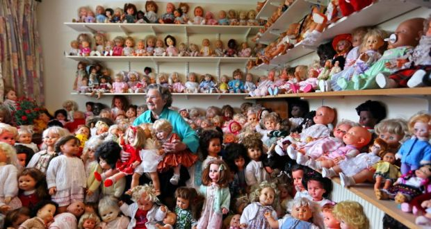 Gran colección de muñecas de una anciana