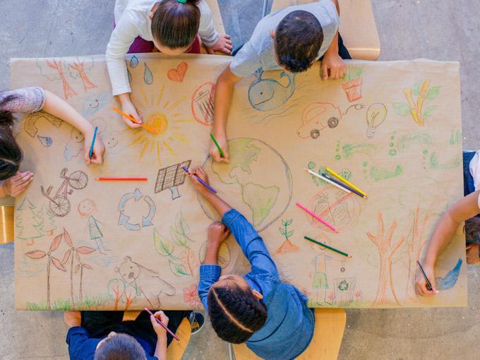 Niños reciclaje color