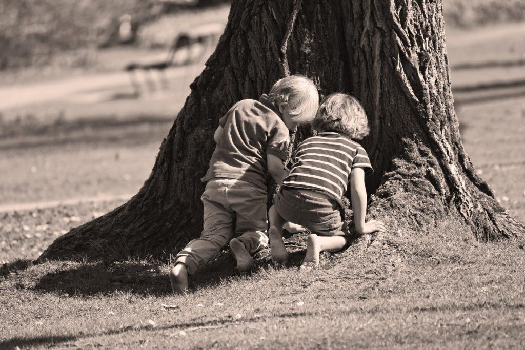 Beneficios de jugar al aire libre curiosidad