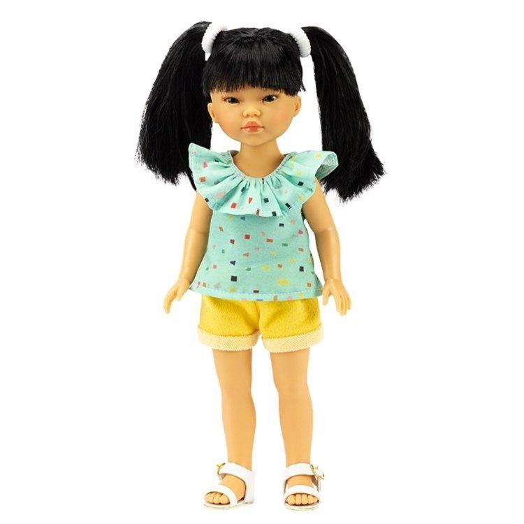 Muñeca Vestida de Azul 28 cm - Los Amigos de Carlota - Umi con jeans cortos amarillos y blusa verde con volante
