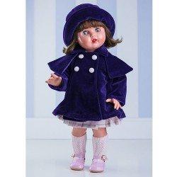 Muñeca Mariquita Pérez con conjunto de abrigo morado