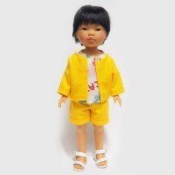 Muñeco Vestida de Azul 28 cm - Los Amigos de Carlota - Kenzo con conjunto amarillo y camiseta estampada