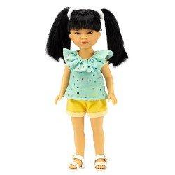 Bambola Vestida de Azul 28 cm - Los Amigos de Carlota - Umi con pantaloncini di jeans gialli e camicetta verde con volant